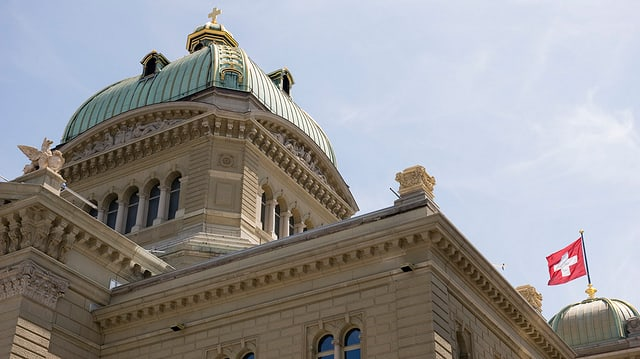 Blick von unten auf die Kuppel des Bundeshauses.