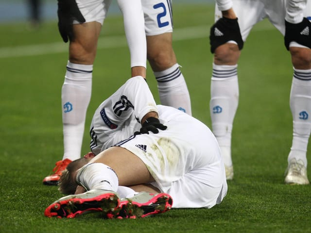 Dynamos Andrej Jarmolenko verletzt sich im Dezember gegen Maccabi Tel Aviv.