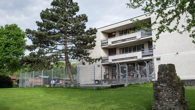 Das bestehende Asylzentrum in Altstätten steht in einem Wohnquartier. Der Neubau soll ausserhalb gebaut werden.