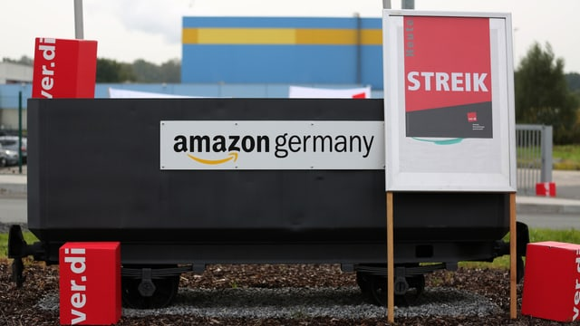 Amazon Deutschland: Plakat auf welchem Streik steht