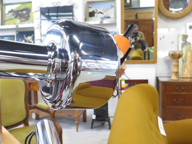Die «Bärner Brocki» inszeniert die Möbel im Verkaufslokal.