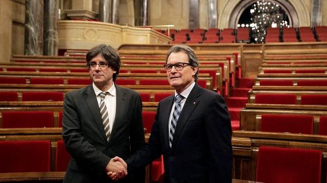 Carles Puigdemont ed Artur Mas, dus politichers catalans.