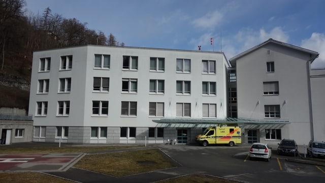 L'ostpital da Tusaun ha gì 186 collavuraturas e collavuraturs l'onn 2017.