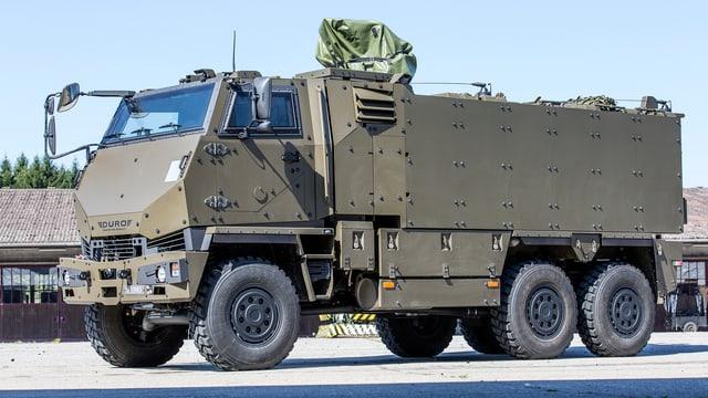 Der geländegängige Truppentransporter «Duro IIIP» auf dem Parkplatz eines Armee-Motorfahrzeug-Parks