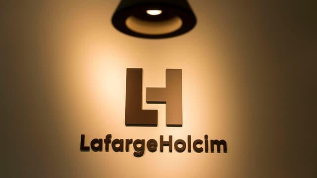 LafargeHolcim-Logo mit Lampe oben