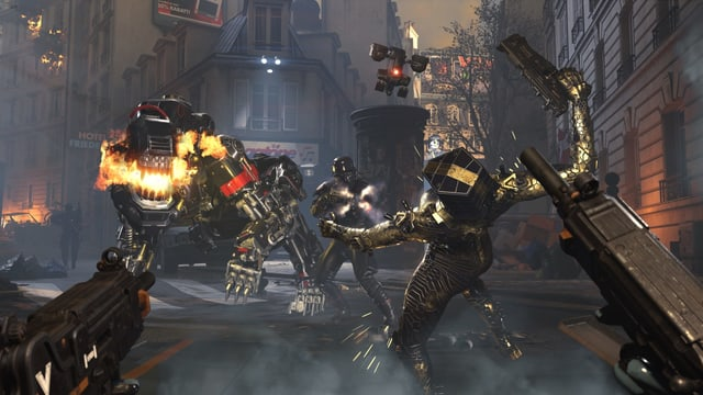 Ein Roboterhund kämpft mit einem Nazi in schwarzer Rüstung gegen unsere beiden Hauptfiguren.