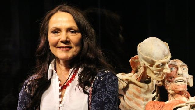 Portrait von Kuratorin Angelina Whalley