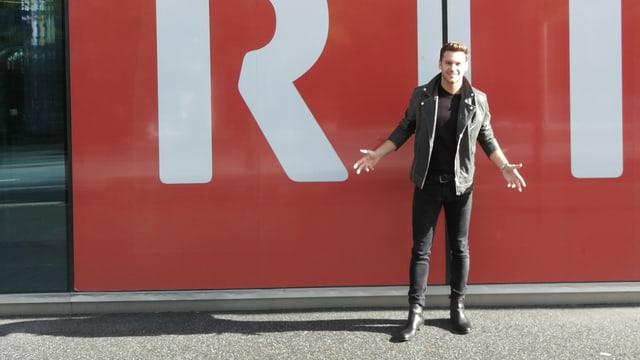 Bastian Baker avant il logo dad RTR