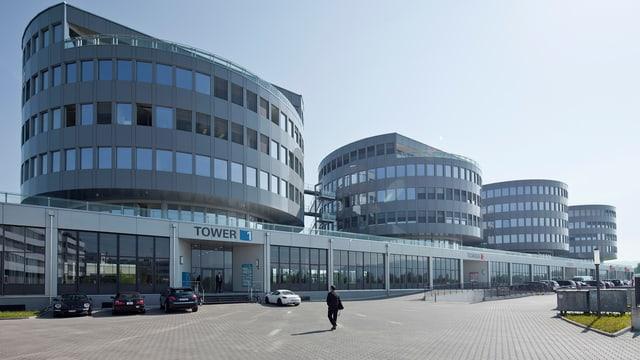 Das Hauptquartier von Transocean in Steinhausen (Gebäude links)