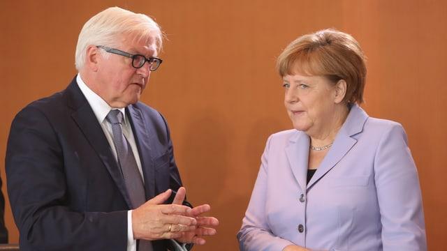 Steinmeier und Merkel im Gespräch.