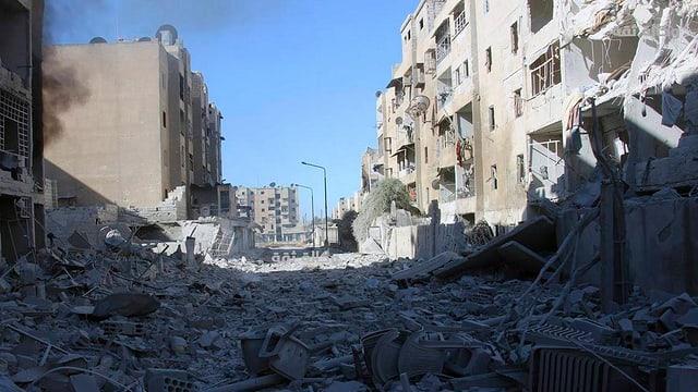 Von Bomben vollständig zerstörte Häuser in Aleppo.