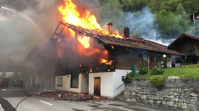 Brand in Niederried am Brienzersee.