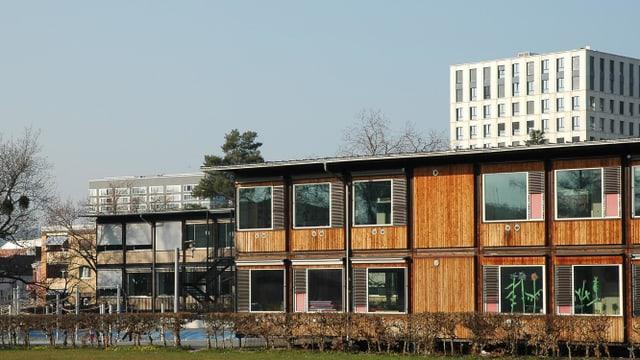 Schulgebäude aus Holzpavillons