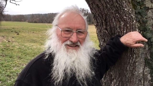 Ein Mann mit Bart.