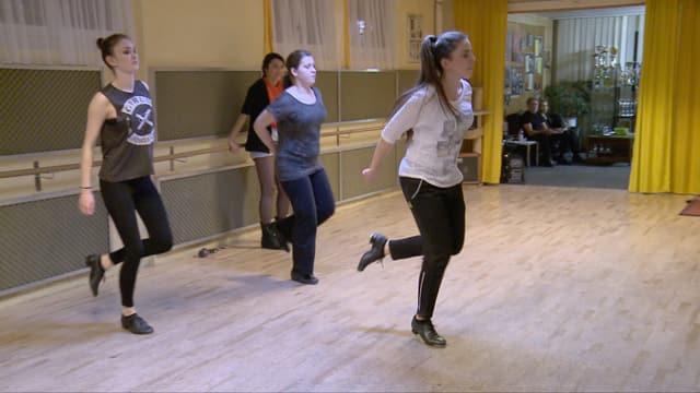 Video «Online-Reporterin Tanya besucht Talent Nadja im Steptanz-Training» abspielen