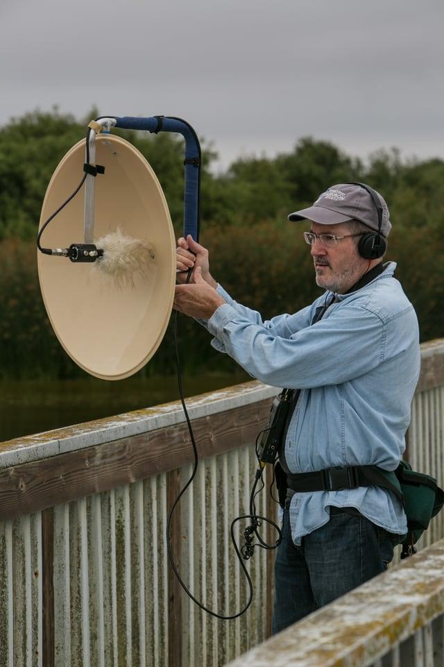 Tontechniker bei Aufnahmen von Naturtönen