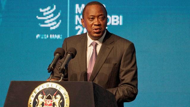 Präsident Kenyatta an Rednerpult