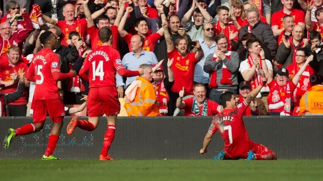 Liverpool feiert das 2:0 von Luis Suarez.