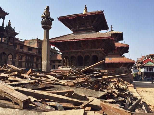 Der zerstörte Patan Durbar Square in Kathmandu wenige Tage nach dem Erdbeben.
