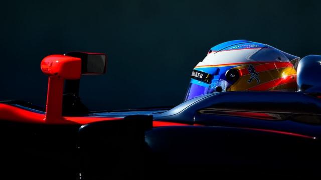 Fernando Alonso während den Testfahrten in seinem McLaren.