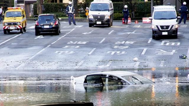 Auto im Wasser versunken