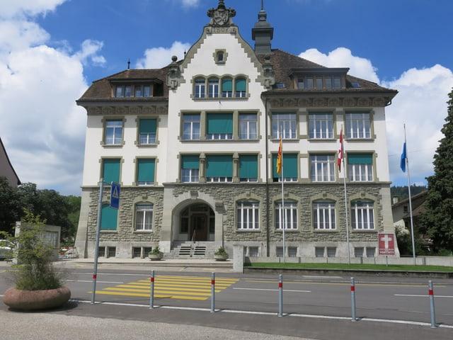 Das Verwaltungsgebäude von aussen.