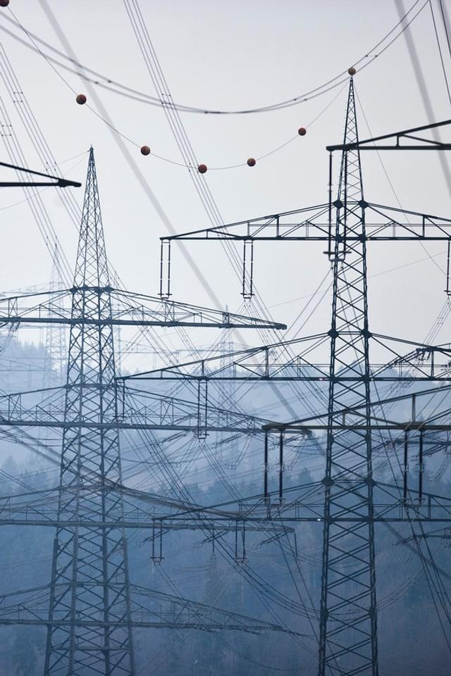 Strommasten der Swissgrid bei Laufenburg (AG)