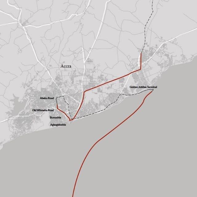 Auf einer Karte ist der genaue Weg des Schrottfernsehers nachgezeichnet. Eine Rote Linie führt vom Meer zum Hafen, dem Golden Jubilee Terminal, in die Vorstadt Accras.