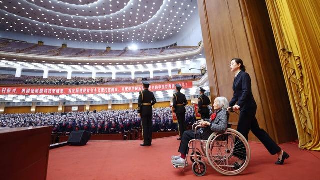 In der Grossen Halle des Volkes in Peking wurden am 25. Februar 2021 die Erfolge in der Armutsbekämpfung gefeiert und zahlreiche Kämpferinnen und Kämpfer für ihren Einsatz geehrt. Unter ihnen Xia Sen, ehemals Forscherin an der Akademie für Sozialwissenschaften.