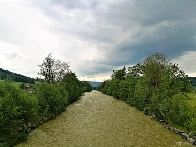 Ein Fluss mit viel Wasser.