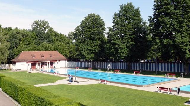 Ein Schwimmbecken reserviert nur für Frauen