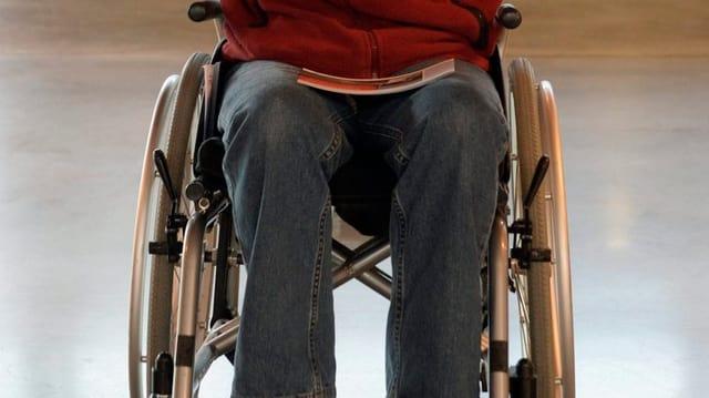 Mann im Rollstuhl (Symbolbild)