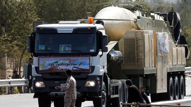 Die Choramschahr-Rakete auf einem Lastwagen