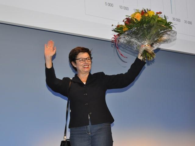 Anita Fetz mit Blumen