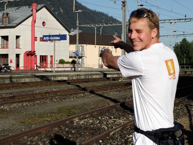 Reto Scherrer steht am Bahnhof Goldau.