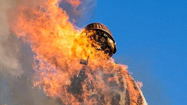 Der Bögg brennt dieses Jahr erstmals auf Valser Quarzit.