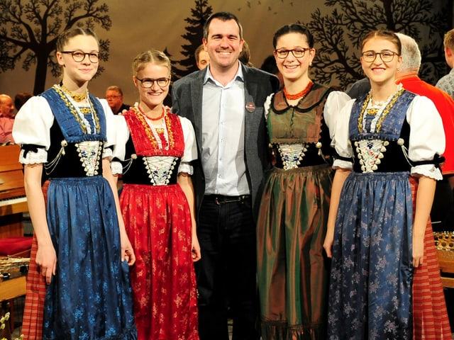 Meedle mit «Potzmusig»-Produzent Marcel Beer lächeln in Kamera