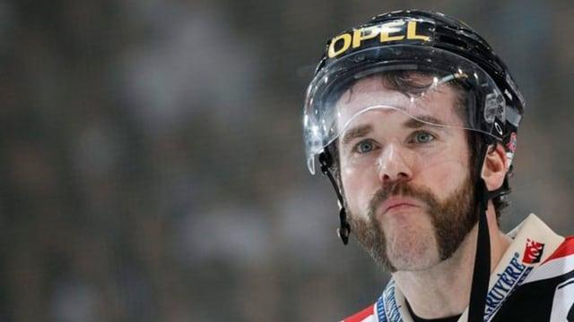Hockeyspieler mit Playoff-Bart