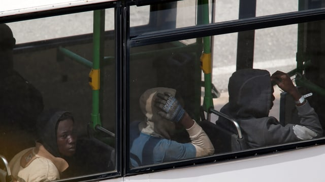 Flüchtlinge in Bus.