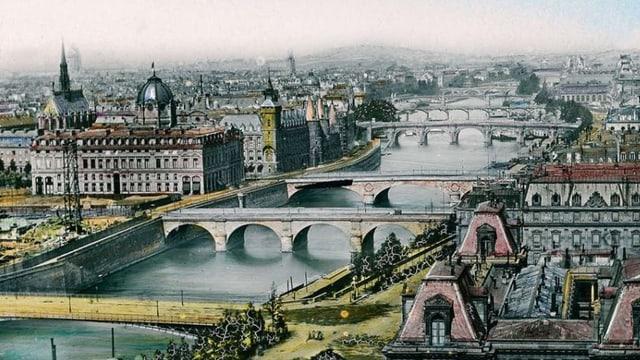 Die ersten fünf Hörspielfolgen spielen in Paris und Basel, die letzten fünf auf Schloss Bogenthal im oberen Baselbiet.