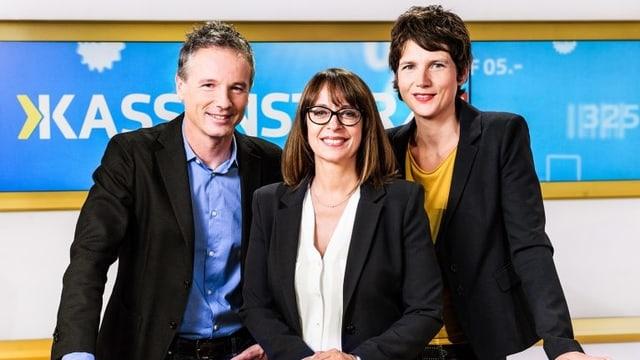Kassensturz Die Moderatoren Ueli Schmezer und Kathrin Winzenried und Rechtsexpertin Gaby Baumgartner.