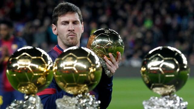 Zum 4. Mal in Folge gewann Lionel Messi den Ballon d'Or für den besten Fussballer der Welt.