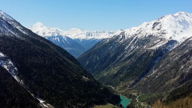 Ausblick von der Lauchernalp auf das Tal.