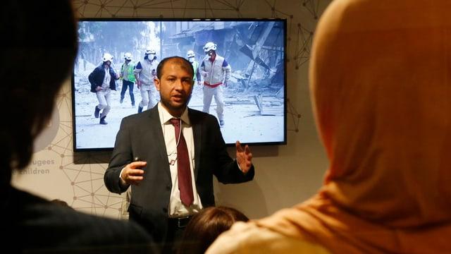 Il manader da las chapellinas alvas Raed Saleh al WEF a Tavau.