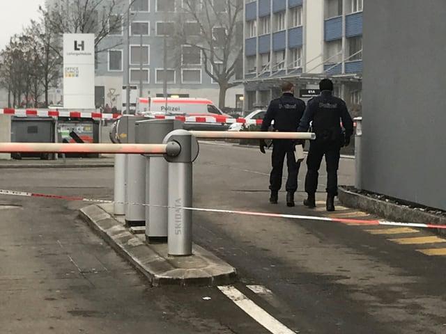 Die Polizei hat ein Gebäude an der Hagenholzstrasse evakuiert.