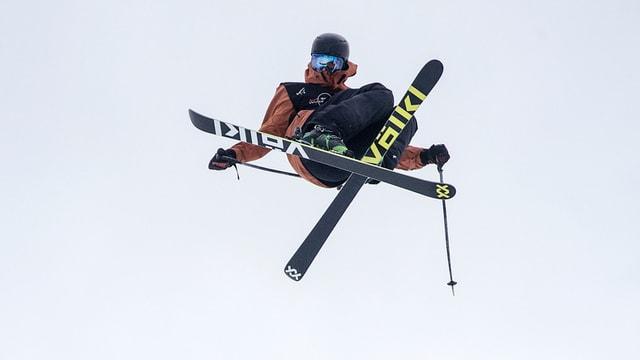 Ragettli fa in sigl e cruscha ses skis.