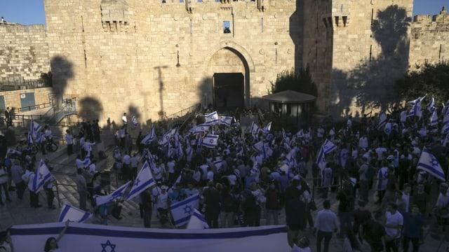 Nationalisten ziehen durch Jerusalem.