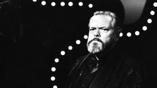 Orson Welles mit ernster Mine.