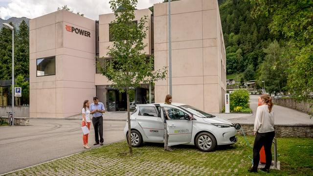 Blick auf das braune Repower-Gebäude in Poschiavo.
