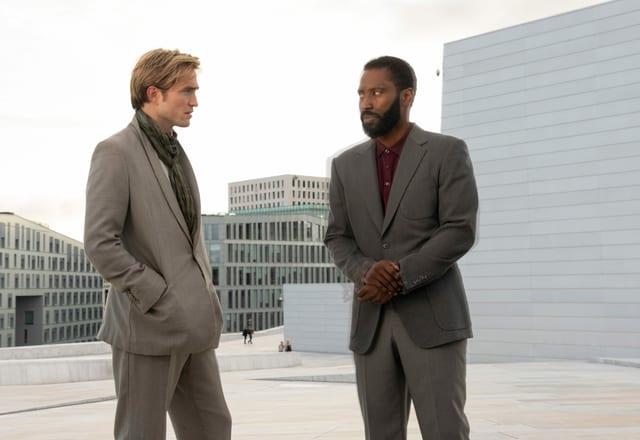 Die beiden «Tenet»-Stars Robert Pattinson und John David Washington fragen sich: «Salziges Popcorn... oder süsses?»
